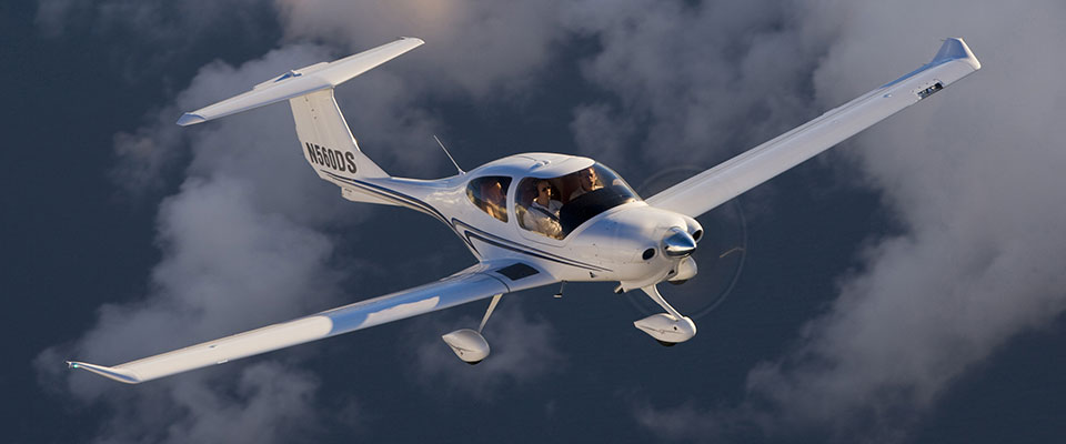 Diamond DA40 flying